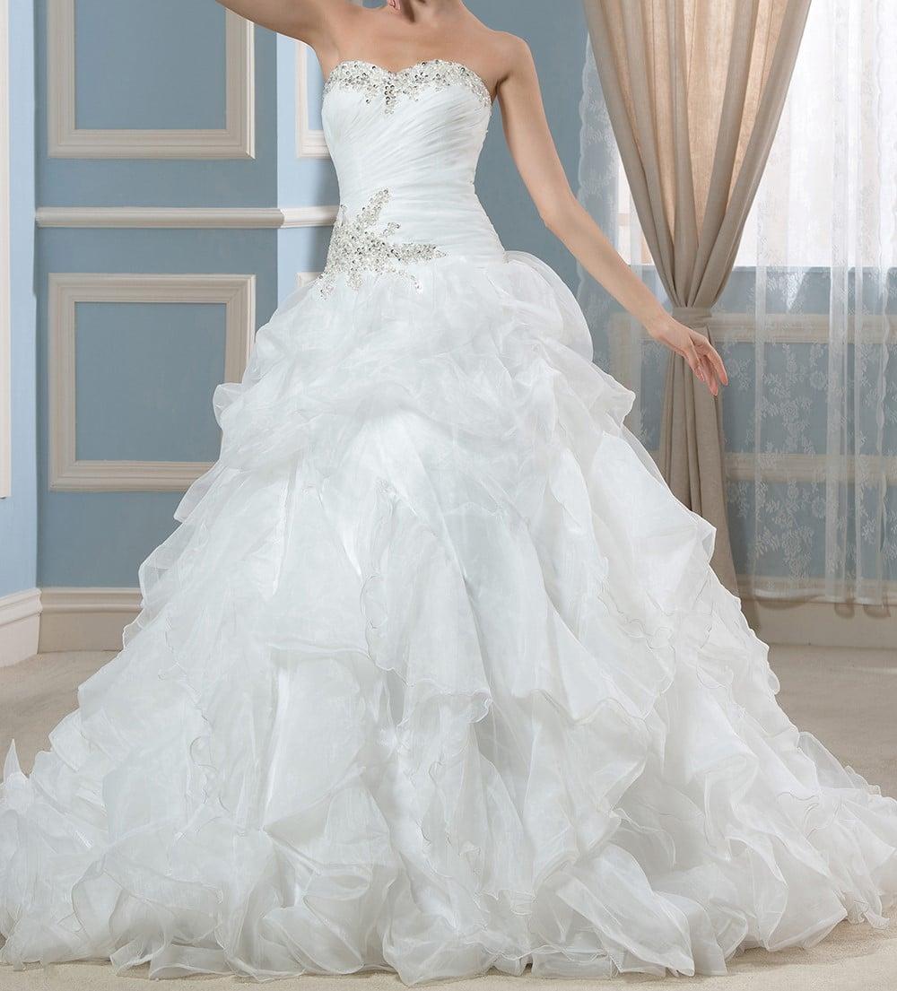 Essayage de robe de mariée
